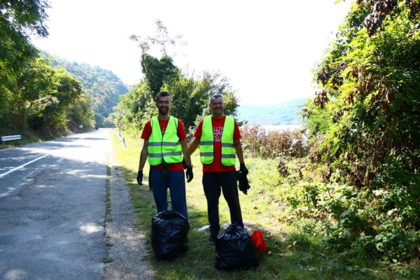 """Velika volonterska """"ŠtaNamTeško"""" akcija u Nacionalnom parku Đerdap"""
